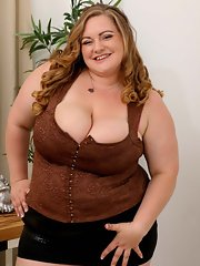 Bbw playing with her nipples
